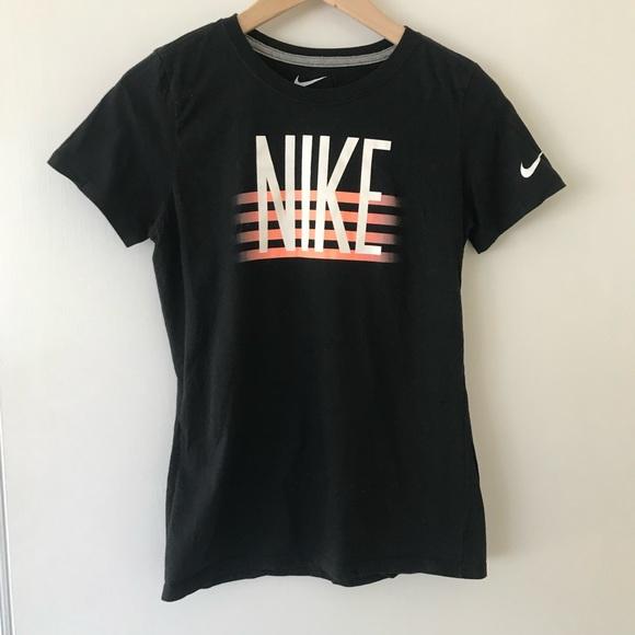 Nike Tops - Nike Tee